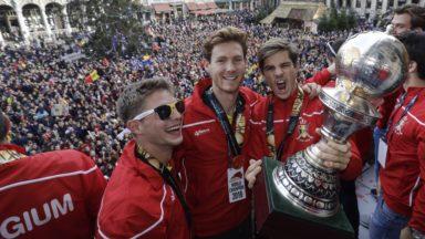 Hockey sur gazon : les Red Lions accueillis par le Roi puis par des milliers de Belges sur la Grand-Place