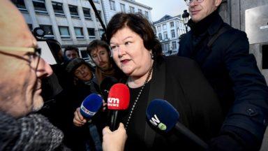 La ministre De Block espère pouvoir refaire des stocks de masques