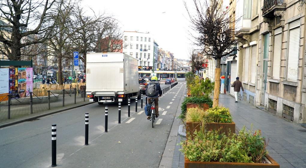 Piste cyclable sécurisée - Place Liedts Schaerbeek - Photo Pascal Smet