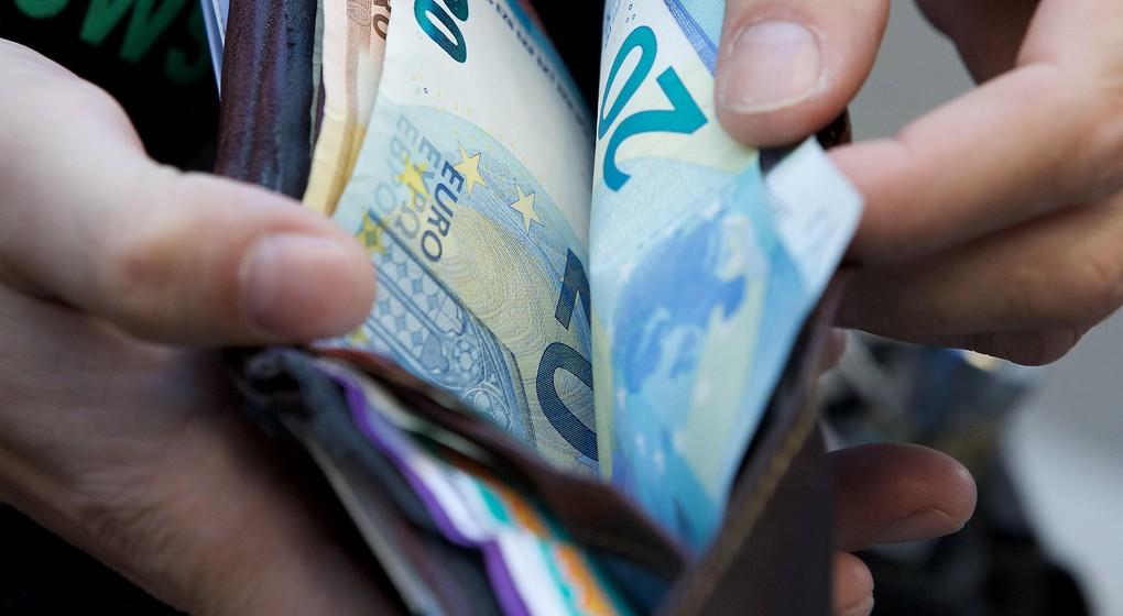 Véhicules interdits allocations familiales salaires pensions