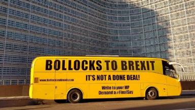 Un bus anti-Brexit sillonne les rues du quartier européen
