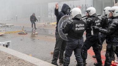 Marche contre le pacte migratoire: trois émeutiers cités à comparaître