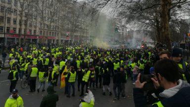 Un millier de gilets jaunes dans les rues de Bruxelles et des centaines d'arrestations