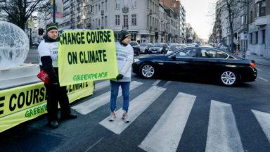 Greenpeace force les dirigeants européens à changer de route