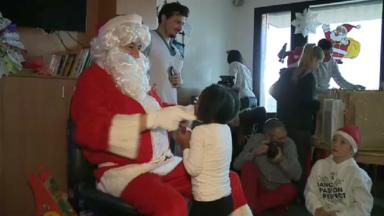 Le Père Noël s'est rendu auprès des enfants malades à l'hôpital Reine Fabiola