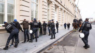 Gilets jaunes: plusieurs centaines de manifestants arrêtés selon la police
