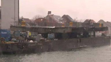Affaissement du pont à Humbeek : les réparations ont débuté, le tablier du pont a disparu