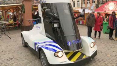 """La """"Batmobile"""", une voiture de police futuriste, se balade dans les rues de Bruxelles"""