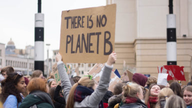 8.000 participants à la Marche pour le climat, des casseurs s'invitent dans la manifestation