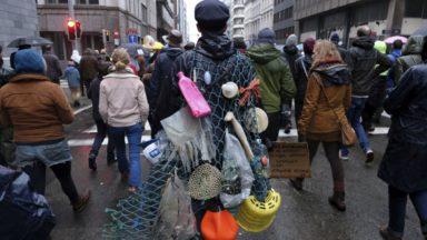 """Climat : """"Il faut absolument faire plier les dirigeants"""", les organisations appellent à de nouvelles manifestations"""