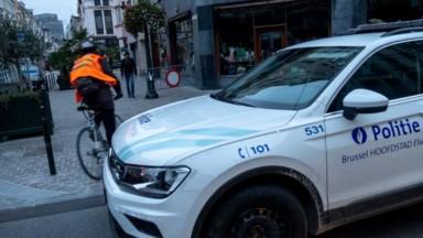 Laeken : une voiture de police endommagée après une course-poursuite