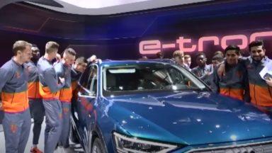 Les joueurs du Sporting d'Anderlecht en visite au Salon de l'auto