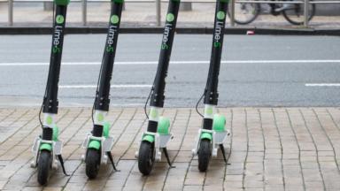 Bruxelles met en place une série de trottoirs interdits aux trottinettes et vélos partagés