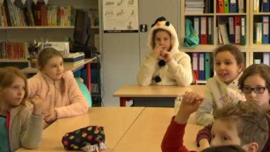 Les élèves de 700 écoles belges enfilent un gros pull pour le climat