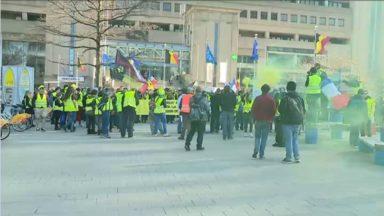 Des gilets jaunes français manifestent aux côtés des Belges à Bruxelles