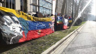 Une centaine de personnes manifestent à Bruxelles contre le régime du président Maduro au Venezuela