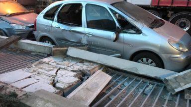 Schaerbeek : un mur du magasin Aldi tombe sur des voitures