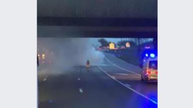 Une voiture prend feu sur le ring à hauteur de Wemmel en direction de Charleroi