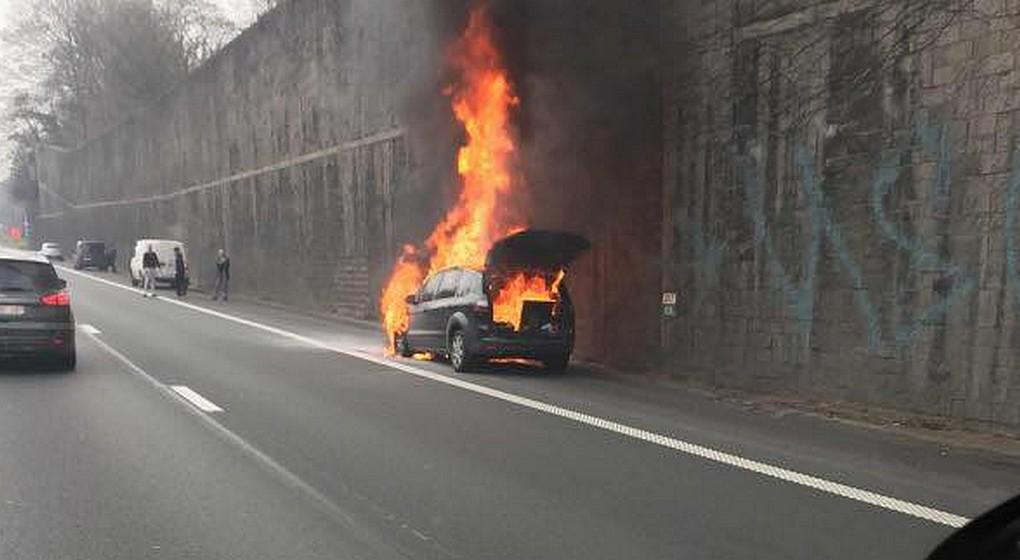 Voiture en feu - Ring Bruxelles Crainhem 22022019 - NE PAS REUTILISER