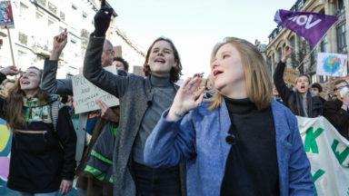 Anuna et Kyra, les jeunes activistes à l'initiative du mouvement des jeunes pour le climat en Belgique préparent un livre
