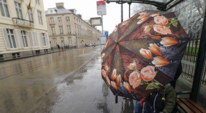 Vent Parapluies Rue Royale Météo Pluie - Belga Thierry Roge