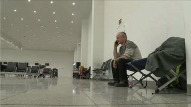 La victime des attentats de Bruxelles poursuit sa grève de la faim à l'aéroport de Zaventem