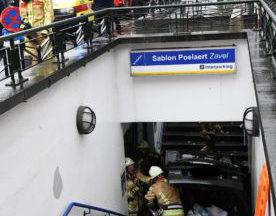 Une voiture s'encastre dans les escaliers du parking de la place Poelaert