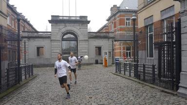 Départ donné pour la promotion de l'école militaire qui va courir pendant 154h dans Bruxelles