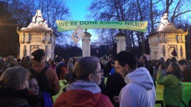 Les activistes pour le climat militent à Trône