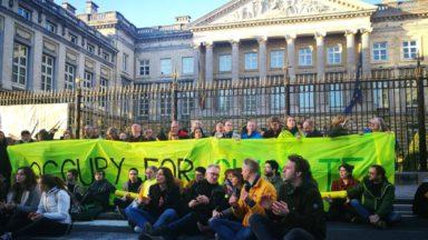 Rue de la Loi bloquée : les citoyens demandent aux politiques de s'entendre sur la loi Climat