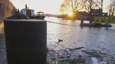 Le Port de Bruxelles et Audi Brussels collectent ensemble du plastique dans le canal