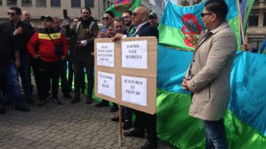 Des dizaines de personnes manifestent à Bruxelles contre le racisme à l'égard des Roms