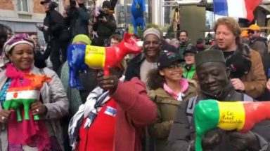 Des producteurs laitiers belges et africains manifestent contre la surproduction en Europe