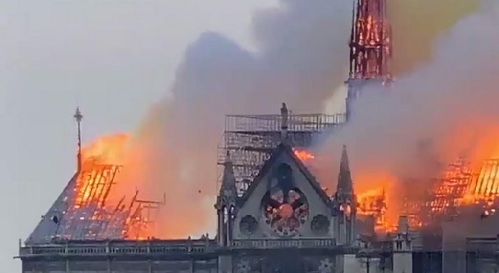 Notre Dame de Paris - Twitter