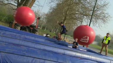 Le grand parcours d'obstacles du Air Games s'est installé dans le parc de Laeken ce dimanche