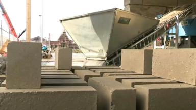 Cette entreprise transforme les boues de chantiers bruxellois en briques de construction