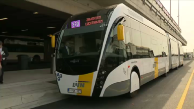 """De Lijn lance le """"trambus"""" : un nouveau moyen de transport dans la périphérie bruxelloise"""
