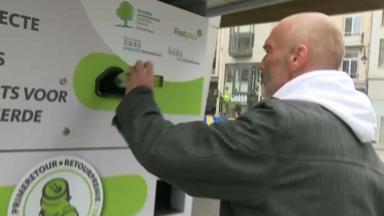 La Région bruxelloise installe trois machines pour recycler des canettes contre une prime retour