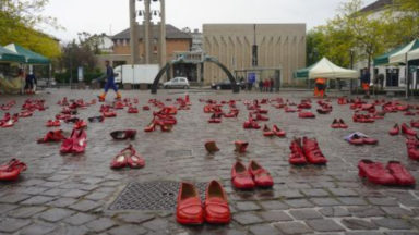 Des chaussures rouges envahissent la place de Koekelberg