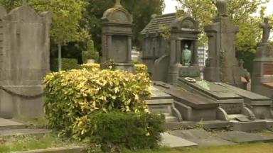 Le nécrotourisme attire de plus en plus de visiteurs dans les cimetières bruxellois
