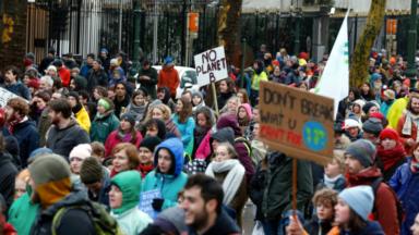 Des grands-parents militent pour que la mobilisation étudiante pour le climat continue