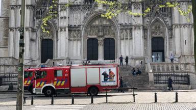 Les pompiers bruxellois vérifient le dispositif de sécurité de la cathédrale Saints Michel et Gudule