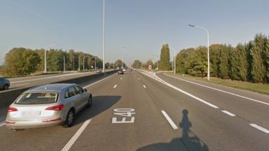 Des camions en feu ont provoqué la fermeture temporaire de l'E40 en direction de Gand