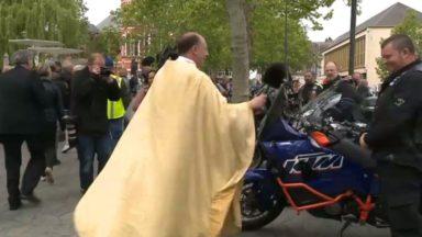 Jette : un curé bénit chaque année les motards et leur bécane