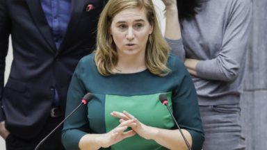Elke Van den Brandt propose une version réduite de la taxe kilométrique