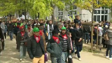 17.000 personnes selon les organisateurs au départ de la marche pour le climat et la justice sociale
