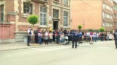 Elections 2019: plus de 1000 personnes devant l'ambassade de Roumanie pour voter