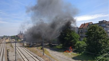 Schaerbeek : un incendie s'est déclaré à proximité des voies de chemin de fer