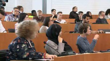 Cent jeunes de 18 à 26 ans ont débattu sur les questions européennes avec les candidats