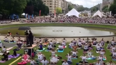 1.000 participants pour le Brussels Yoga Day au Parc du Cinquantenaire